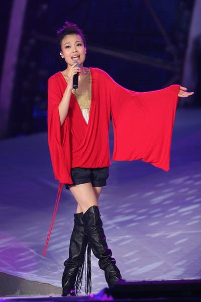 图文:南宁民歌节盛大开幕--容祖儿