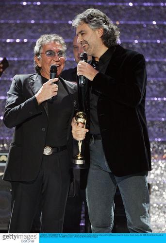 图文:音乐奖现场--盲人歌手波切利获两项奖(1)