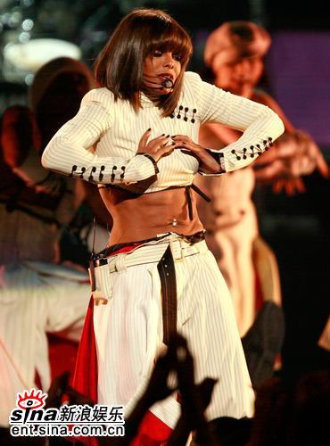 图文:06美国公告牌奖珍妮-杰克逊热舞(1)