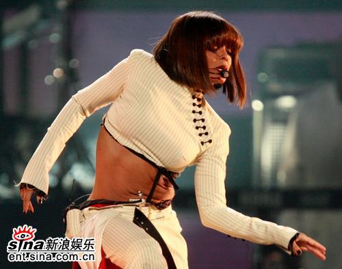 图文:06美国公告牌奖珍妮-杰克逊热舞(2)