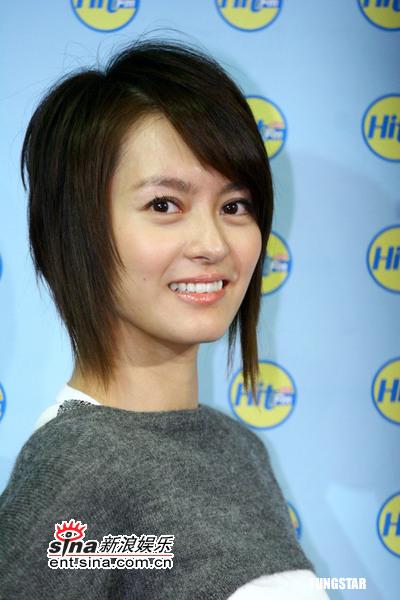 组图:梁咏琪赴台宣传新碟甜美化身爱情调酒师