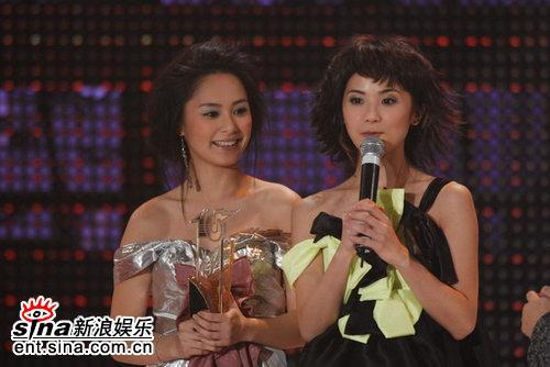 图文:Twins获颁最受欢迎金曲奖-发表获奖感言