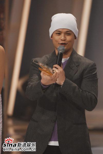 图文:年度杰出表现奖-侧田获得金奖发表感言