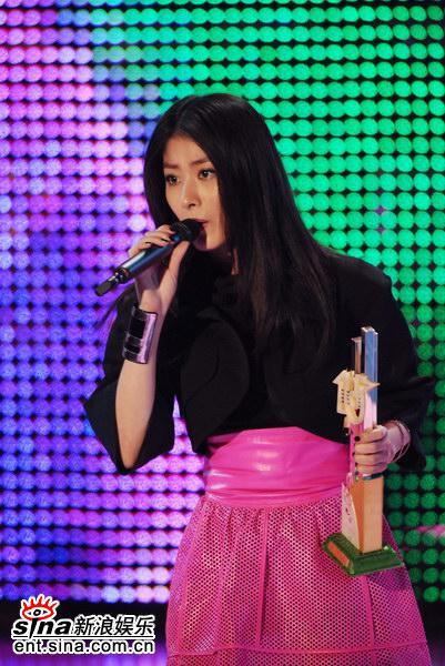 图文:亚太区最受欢迎奖项--陈慧琳动情演出