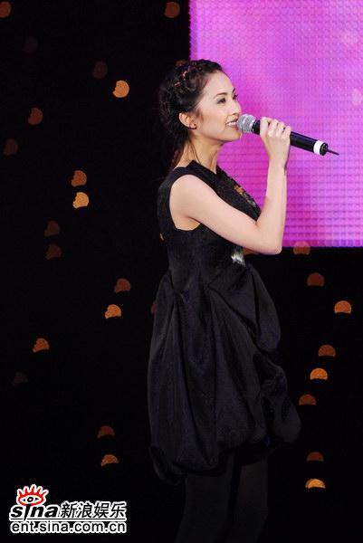 图文:Twins获颁最受欢迎中文组合奖-活泼阿Sa