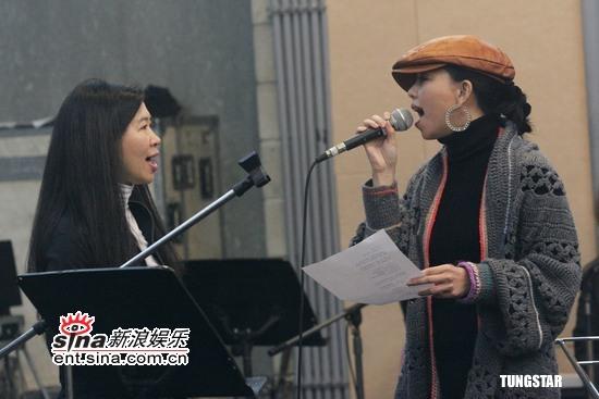 组图:马兆骏纪念专辑录音张惠妹FIR全情演绎
