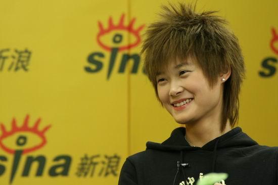 图文:李宇春独家做客聊近况--春春的灿烂笑容