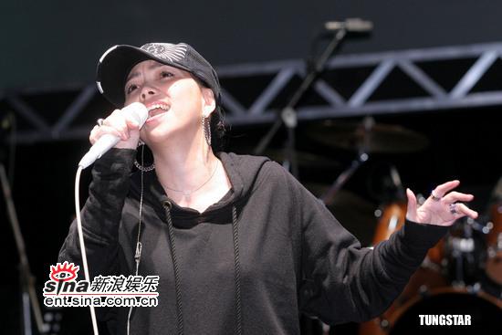 图文:马兆骏纪念音乐会彩排--张惠妹高歌