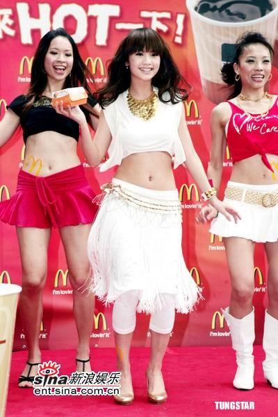 图文:杨丞琳劲辣转型现场热舞-舞蹈中展示产品
