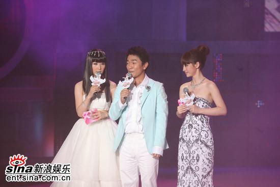 图文:吴宗宪幽默本色尽显与美女搭档配合默契