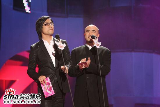 图文:汪峰担任颁奖嘉宾称赞风云榜公正公平