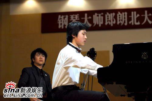 图文:郎朗07北大大师班音乐会--学生演奏
