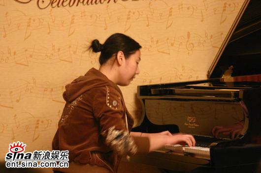 """图文:""""郎朗大师班""""选拔活动-钢琴选手演奏"""