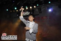 王啸坤携手琴麻岛同名首唱会high到火星(组图)
