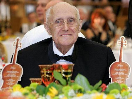 大提琴家罗斯特罗波维奇在俄罗斯逝世