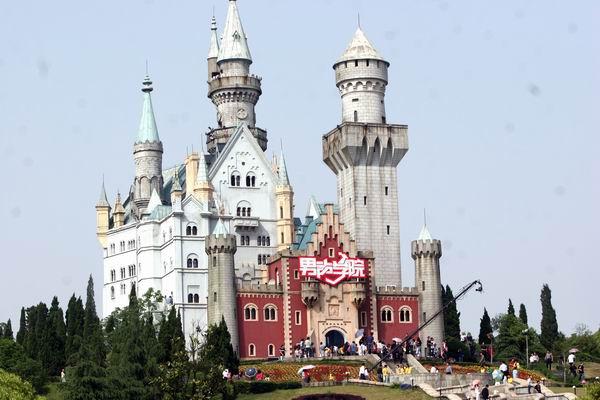 组图:男声学院连连看 李宇春魔法城堡大揭密