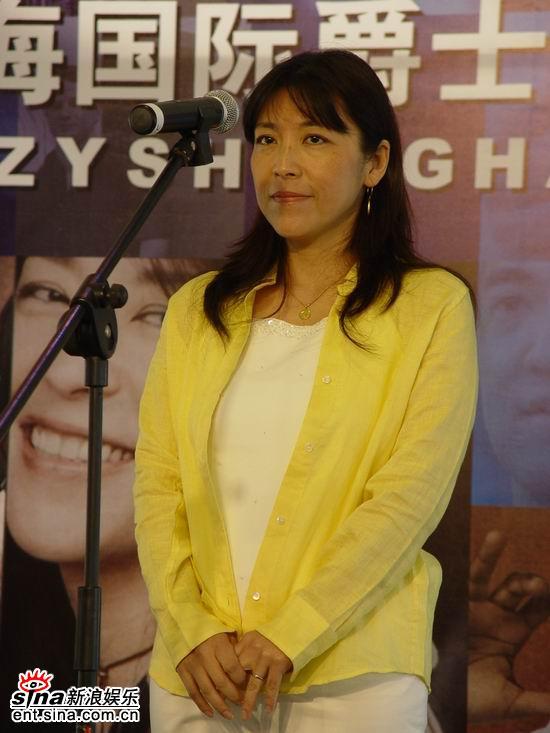 组图:小野丽莎献演爵士周希望中国给她灵感