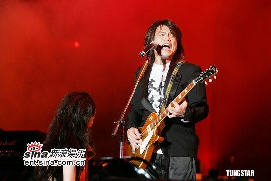 组图:07台湾摇滚嘉年华登场张惠妹短裙秀热舞