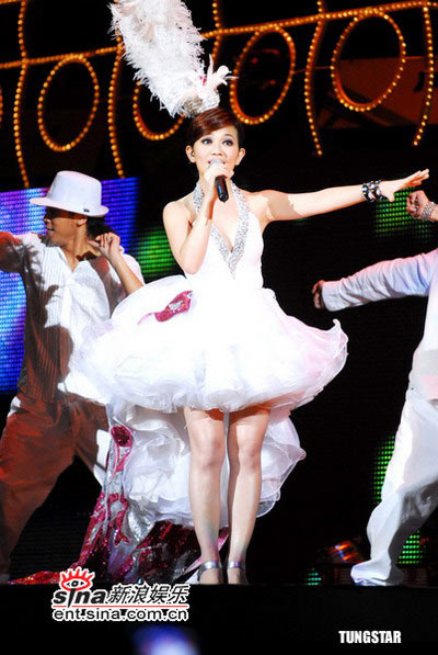 图文:梁静茹香港首场个人演唱会--俏皮可爱