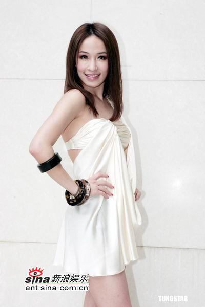 图文:萧亚轩为演唱会定装短裙超性感(18)