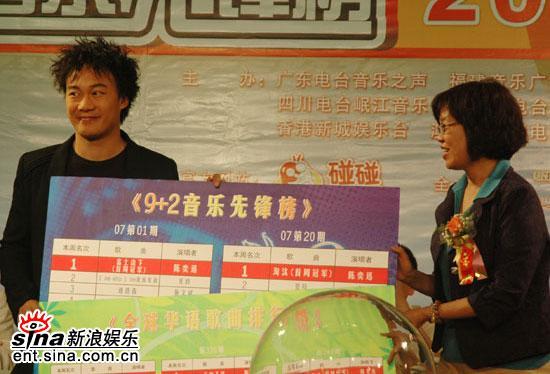 组图:陈奕迅广州唱HIGH歌迷称周杰伦的词难懂