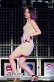 组图:萧亚轩伤后复出首场演唱会热舞频频走光