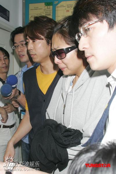组图:林晓培酒驾撞死人警局复审哭着说对不起
