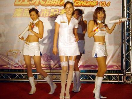 《旺来》代言美女启动性感护士装