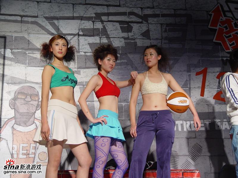街头篮球美女助威 游戏新闻
