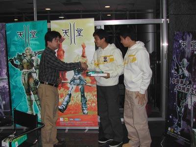 新浪游戏_新手学院特邀训练生获天堂II鼠标(图)
