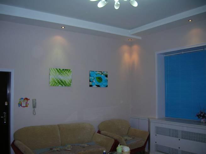 晚上的客厅图片