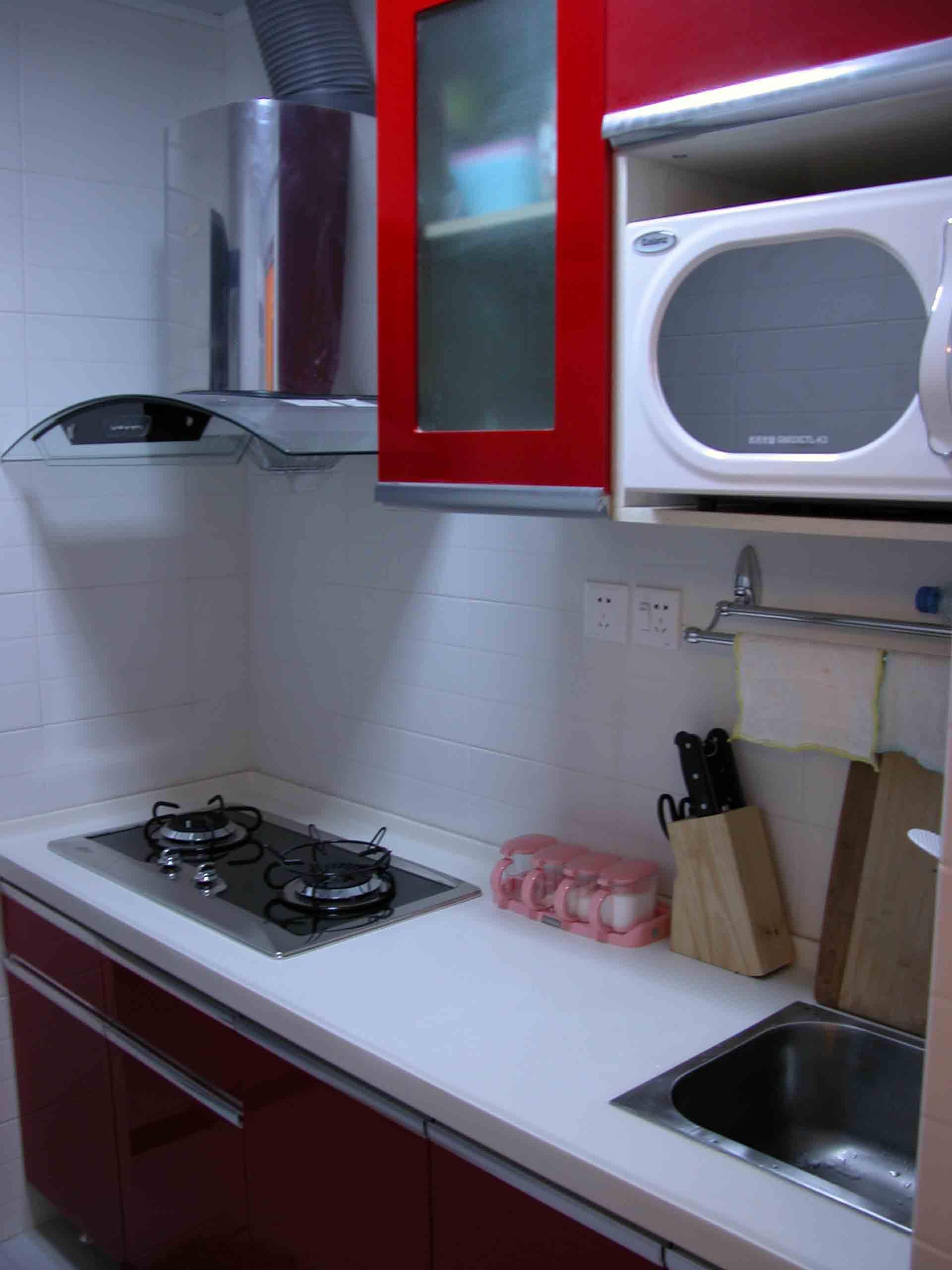 厨房面积太小,装修时没有过多考虑,效果一般,但橱柜加电器才五高清图片