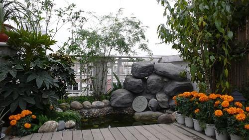 屋顶花园图片_家居秀_新浪装修家居网; 上下两层的跃层结构有一点田园