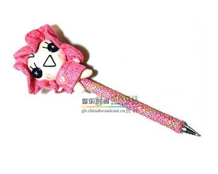 可爱 系列/粉色的大头娃娃笔点击此处查看更多家装实景图片