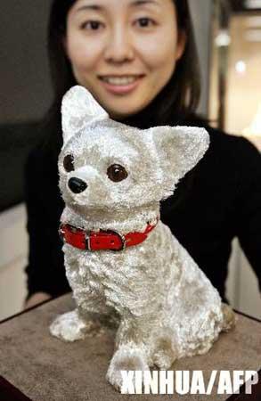 图文:日本推出天价年货--吉娃娃狗塑像