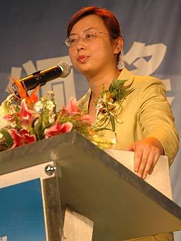 图文:蓝筹地产颁奖-金融街控股公司代表发言