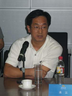 图文:2005中国蓝筹地产评选评审团成员清议