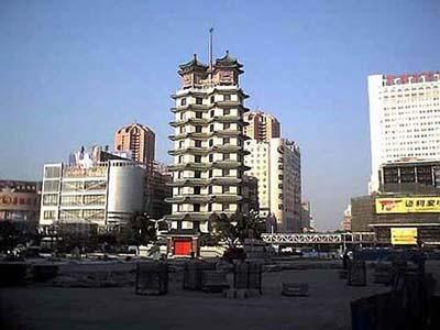 图为郑州标志建筑二·七纪念塔