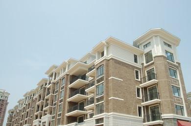 该项目仅在24.3%的土地上盖房子,容积率仅为1.6,建筑密度仅24.
