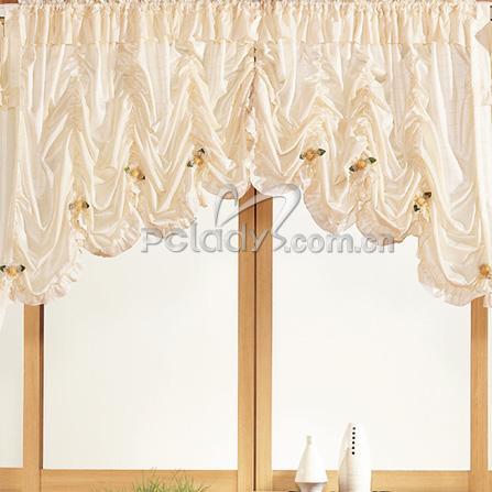 窗帘要华丽还要个性 丝绸质感的白色窗帘图片
