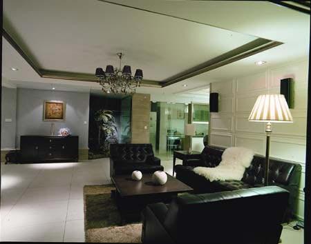 沙发背景墙用欧式线条装饰
