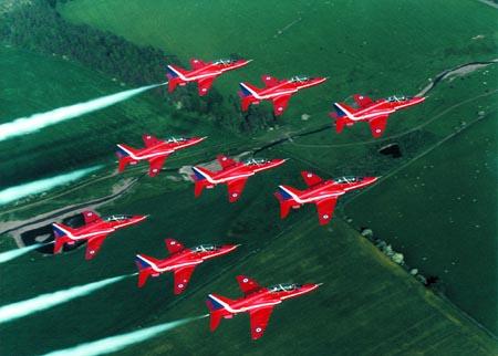 """世界著名特技飞行表演队之一英国""""红箭""""(图)"""