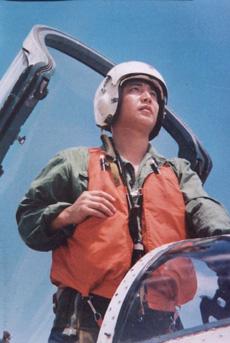 中国失踪飞行员王伟在南海上空巡航的故事(附图)