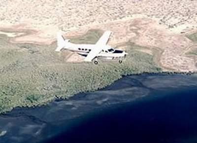 美国两架小型飞机相撞 一架坠入丹佛市区(组图)