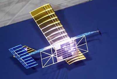 一架模型飞机在由激光的助推下在nasa太空飞行中心的