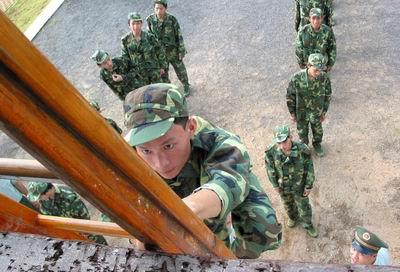 组图:首届海南省高中生军事夏令营开营