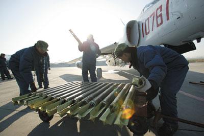 最新强-5战机实弹打靶目击记(组图)下
