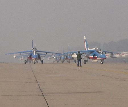 飞行表演队公开表演因为天气原因推迟到7日下午14:30