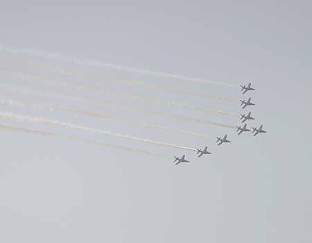 图文:法兰西巡逻兵在京进行特技飞行表演(22)