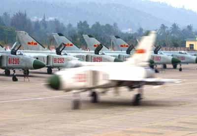 组图:南中国海上空的中国海军航空兵